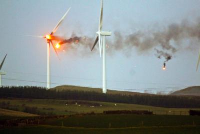windturbine-exploding-e1418186027780